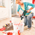 Малярные работы как заключительный этап ремонта домов Малярные работы относятся к категории заключительных работ, когда основные строительные этапы уже позади и возведённой конструкции осталось принять аккуратный внешний облик. По сфере применения они подразделяются на две группы: ·         внутренние – грунтовка, шпаклёвка, покраска стен, полов и потолков различными способами; краткосрочные и предполагают использование специальных инструментов; неотъемлемая часть ремонта квартиры любого уровня (от косметического до капитального); ·         внешние – грунтовка, оштукатуривание и покраска фасада; защищают строение от неблагоприятного воздействия атмосферных факторов и придают желаемый внешний вид; применяют, если не планируются облицовочные работы.